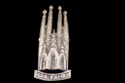 Broche Sagrada Familia